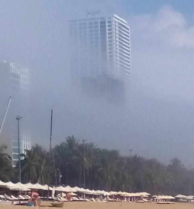 Sương mù bao phủ trời Nha Trang lạ hay bình thường?