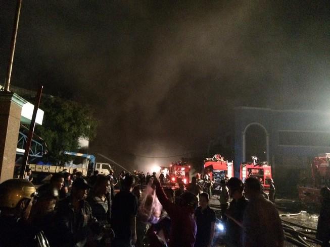 Cảnh sát PCCC thông tin vụ cháy tại Công ty Nệm Vạn Thành