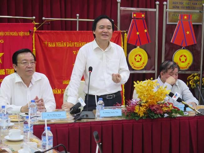 Bộ trưởng Phùng Xuân Nhạ thăm ngôi trường 143 tuổi
