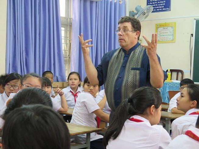 Toàn cảnh việc dạy 6 ngoại ngữ tại TP.HCM