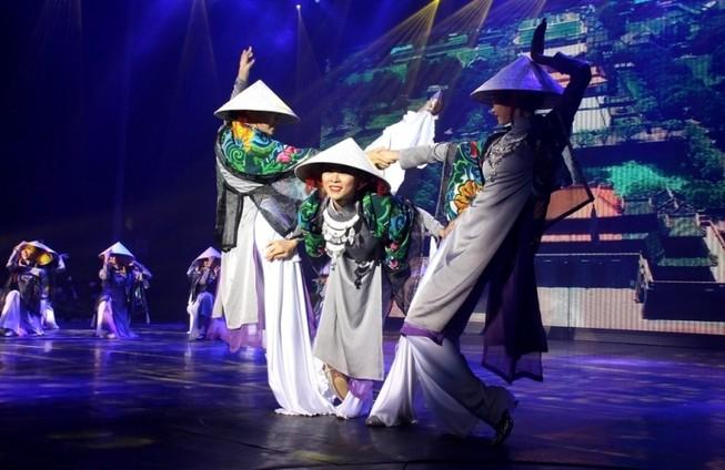 Bất ngờ với nhà hát dân gian của một Việt kiều