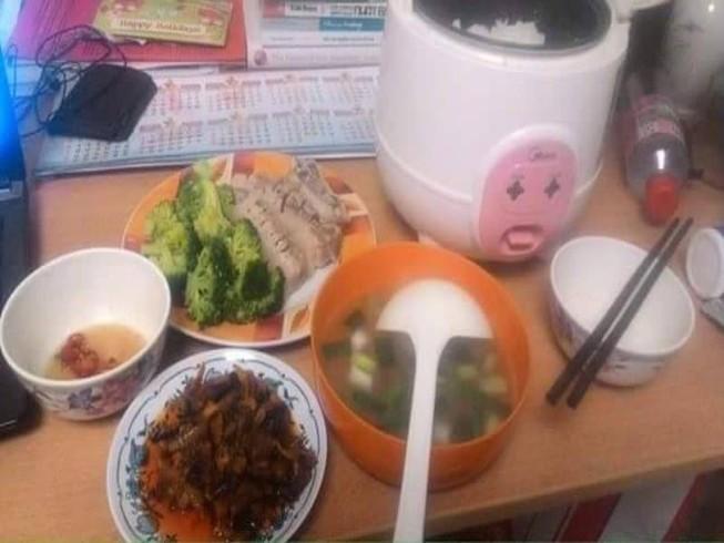 Trước khi đi du học, hãy dạy con... nấu ăn!