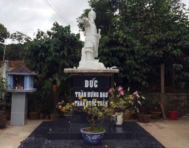 Xã cấm đặt tượng danh tướng Trần Hưng Đạo trên bục!