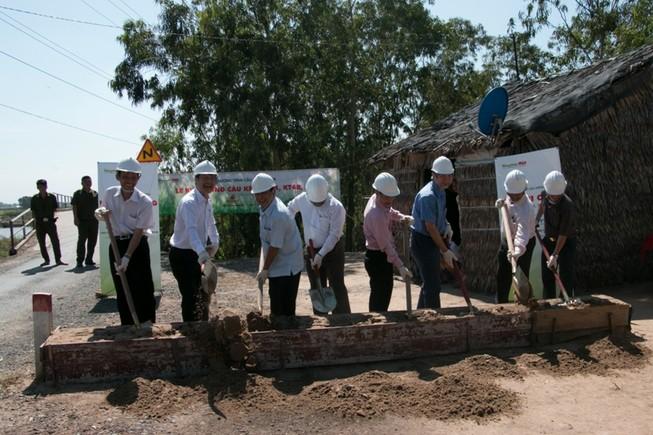 Khởi công ba cây cầu thuộc chương trình Cầu Nông thôn