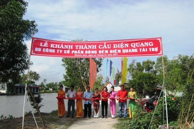 Thêm một cây cầu cho học sinh Cà Mau