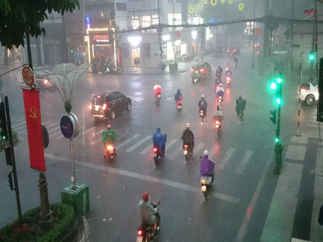 TP.HCM bất ngờ đón 'mưa xuân' chiều mùng 6 Tết