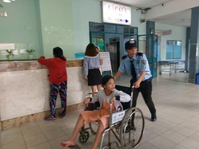 Bệnh viện quận mà đông ghê...