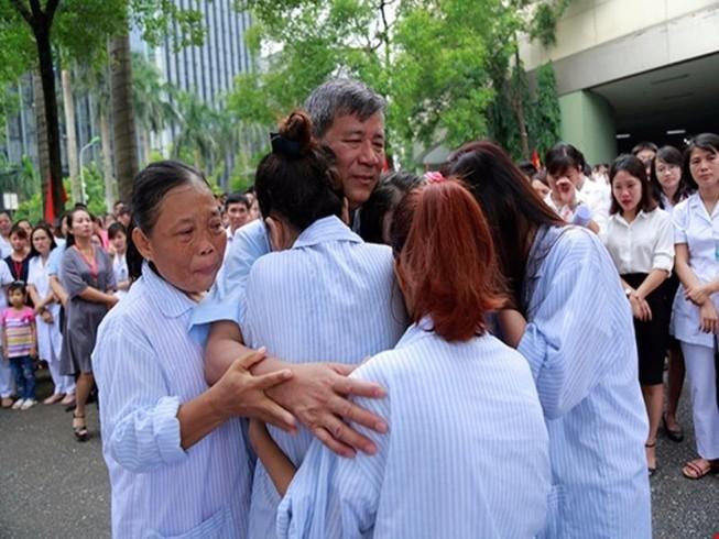 Vì sao bệnh nhân khóc khi chia tay BS Nguyễn Anh Trí?