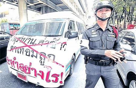 Các nước e ngại biểu tình Thái Lan
