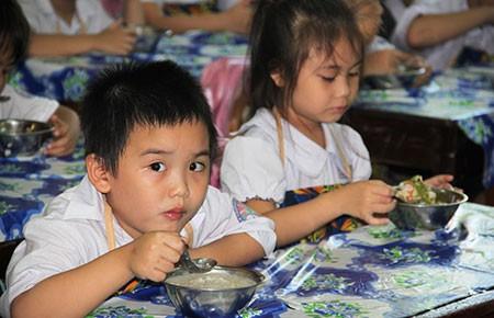 Đà Nẵng chuẩn hóa bữa ăn bán trú cho HS tiểu học