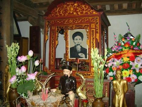 Chuyện phản cảm ở đền cụ Tam Nguyên