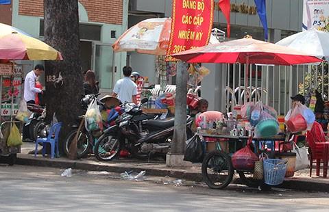 Tập trung dẹp hàng rong trước bệnh viện