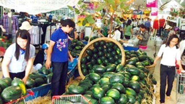 TP.HCM: Các siêu thị giúp tiêu thụ dưa hấu miền Trung