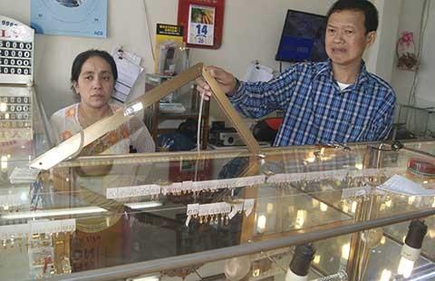 Trộm đột nhập tiệm vàng lấy đi 10 lượng vàng