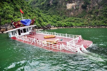 Khẩn trương điều tra vụ chìm tàu du lịch trên vịnh Hạ Long