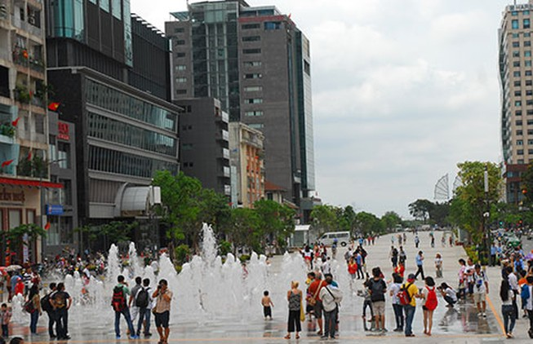 Khai thác hiệu quả phố đi bộ Nguyễn Huệ