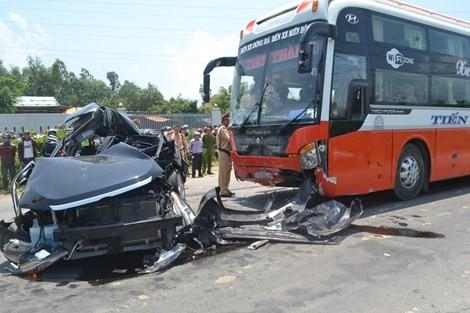 Tước giấy phép của hãng có xe tông chết bảy người