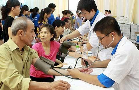 Hơn 6.000 thầy thuốc trẻ khám bệnh miễn phí cho người dân