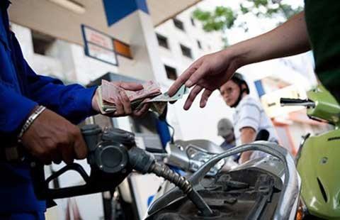 Giá xăng lại tăng thêm 1.200 đồng/lít