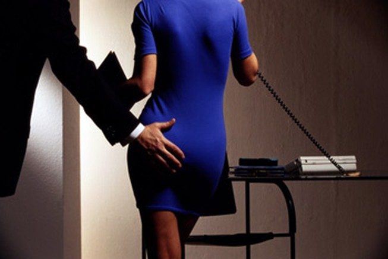 Dùng camera ngăn quấy rối tình dục nơi công sở