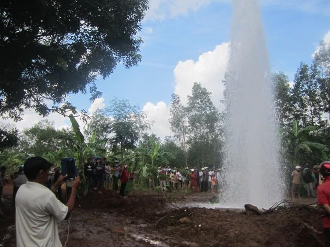 'Khóa' giếng nước phun cao 20 m trong ngày 3-6