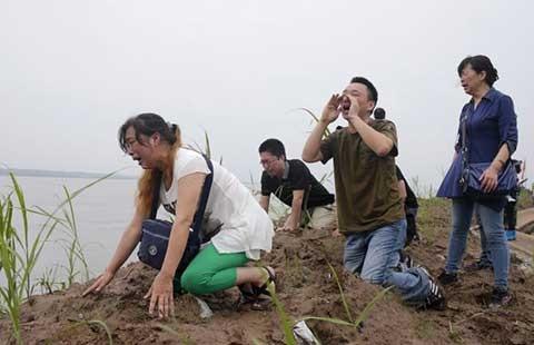 Tổ chức tuần thất bên bờ sông Trường Giang