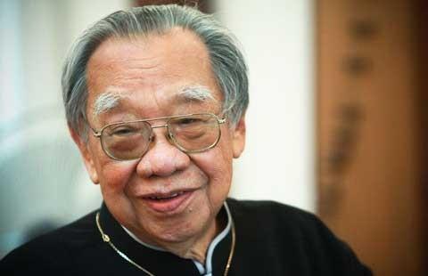Trên giường bệnh Giáo sư Trần Văn Khê nhớ tiếng đờn...
