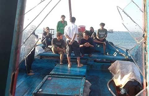 Phản đối Trung Quốc cướp tài sản, phá hỏng tàu cá ngư dân Việt Nam