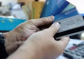Dùng thẻ ATM giả rút 'thuê' gần 900 triệu đồng