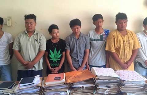 Xử phạt hành chính nhóm thanh niên chuẩn bị hỗn chiến