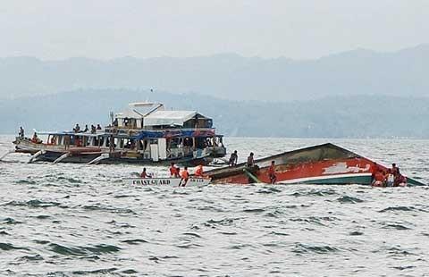 Phà chìm lật úp ở Philippines
