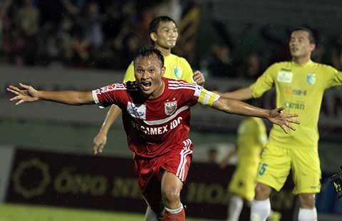 B. Bình Dương – SLNA: Cầu thủ xứ Nghệ giải quyết nội bộ