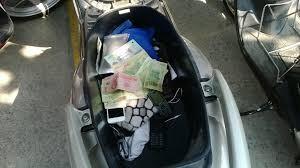 Hai kẻ cướp xe chuyên lấy tài sản trong cốp