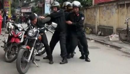 Cảnh sát đặc nhiệm bắt cướp trên đường phố