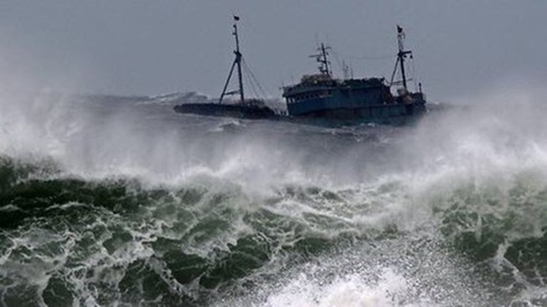 Gió giật cấp 12 tại bắc biển Đông do bão số 2