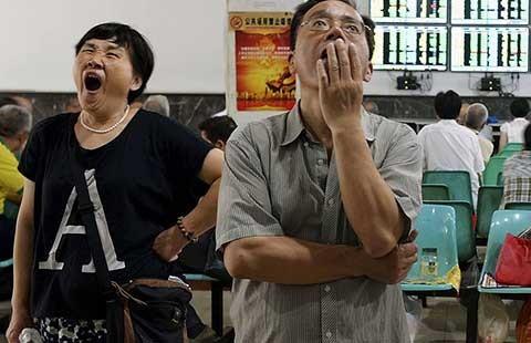 Vì  sao  chứng  khoán Trung Quốc trượt dốc?