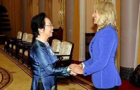 Phó chủ tịch nước tiếp phu nhân phó tổng thống Hoa Kỳ