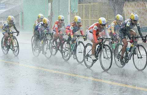 Giải xe đạp nữ Cúp TH An Giang: Đua trong mưa bão