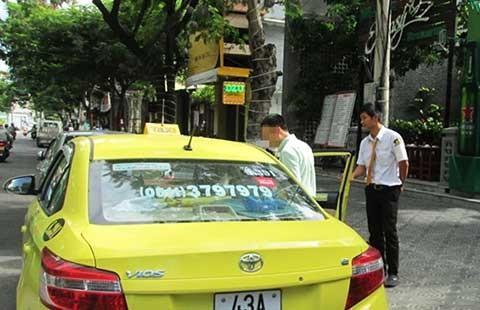 Có taxi đưa người say về: Đỡ lo!