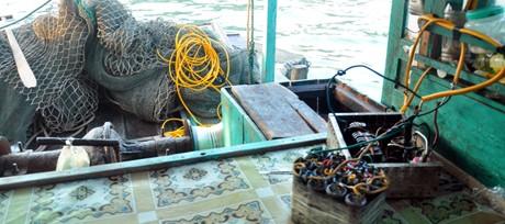 Phát hiện thi thể bên kích bắt cá điện