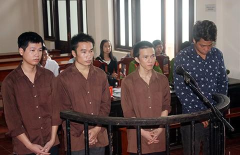 Tòa được xử tội nặng hơn tội VKS truy tố?