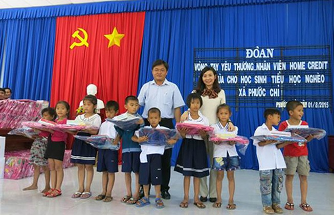 Home Credit đến với học sinh nghèo