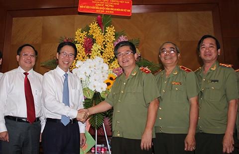 Lãnh đạo TP.HCM thăm các đơn vị công an