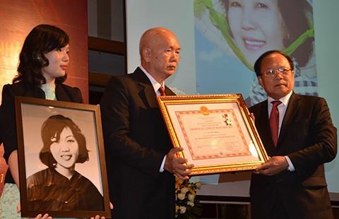Truy tặng danh hiệu Anh hùng LLVTND cho bà Võ Thị Thắng
