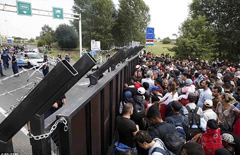 Hungary đóng biên giới, Croatia đón người di cư