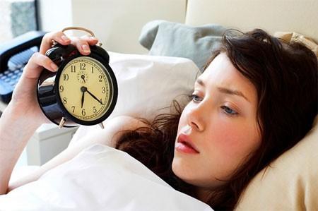 Tại sao phụ nữ mất ngủ nhiều hơn nam giới?