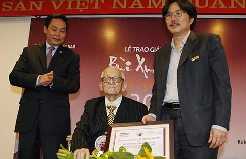 Giang Quân nhận giải thưởng 'Vì tình yêu Hà Nội'