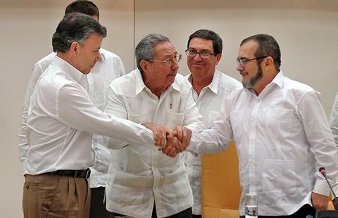 Nội chiến Colombia và cái bắt tay lịch sử tại Cuba