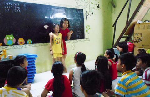 Nhân viên văn phòng dạy tiếng Anh miễn phí