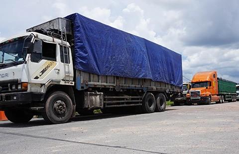 Bắt đoàn xe chở vượt trọng tải đến 317%
